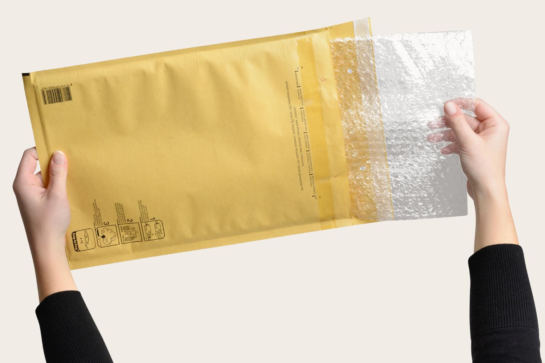Luftpolsterfolie und Papiertasche sind leicht zu trennen