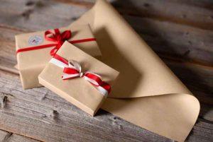 Graspapier als Geschenkpapier
