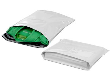 Mit Versandtaschen aus Kunststoff sind Waren vor Wind und Wetter sicher