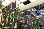 RememBar - erbaut mit Stretchfolie und Umreifungsband