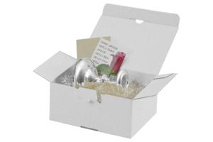 Weißer Karton als Geschenkverpackung