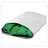 Versandtasche aus schmutzabweisendem Kunststoff