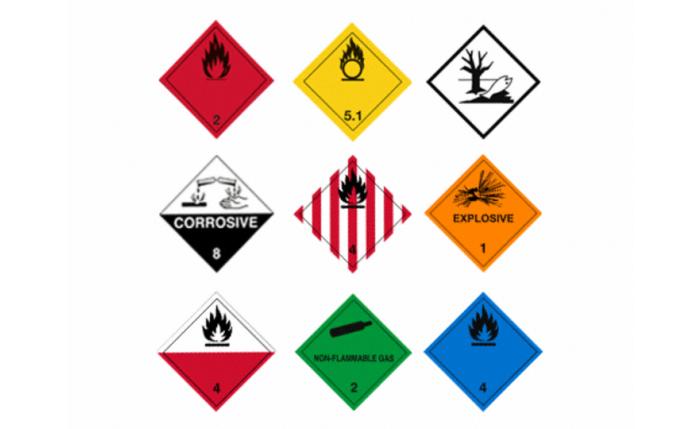 Etiquette pour matières dangereuses autocollante